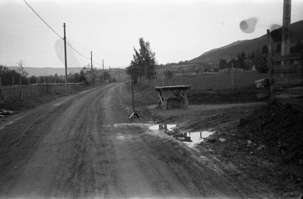 Etter et biluhell ved gården Hammerstad i Totenvika. Trolig fotografert på oppdrag fra lensmannen. Fem bilder.