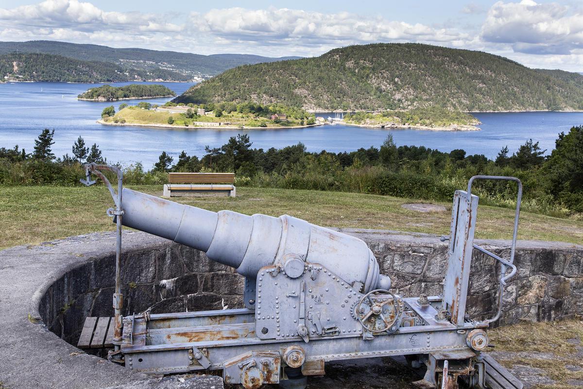 Ved batteriet er det spektakulær utsikt over Oslofjorden og Oscarsborg.