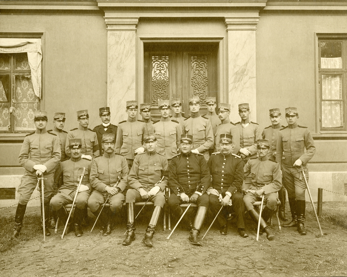 Grupporträtt av officerare vid Göta ingenjörkår Ing 2 i Karlsborg 1904.