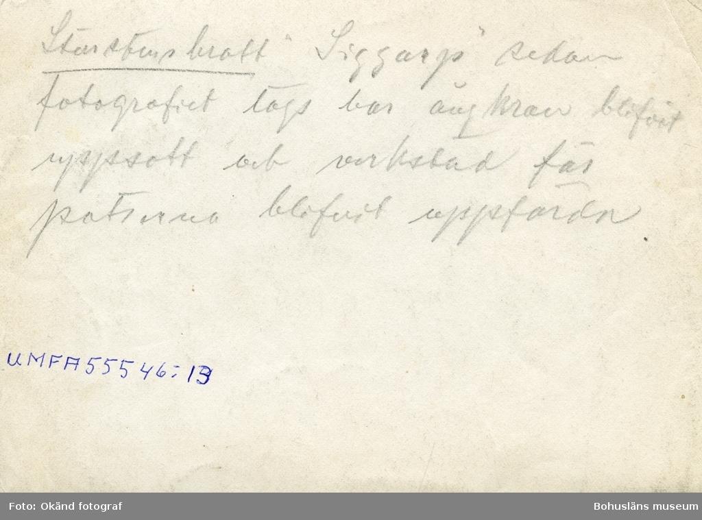 """""""Storstensbrott 'Siggarp' sedan fotografiet togs har ångkran blifvit uppsatt och verkstad för putsarna [?] blifvit uppförda."""""""