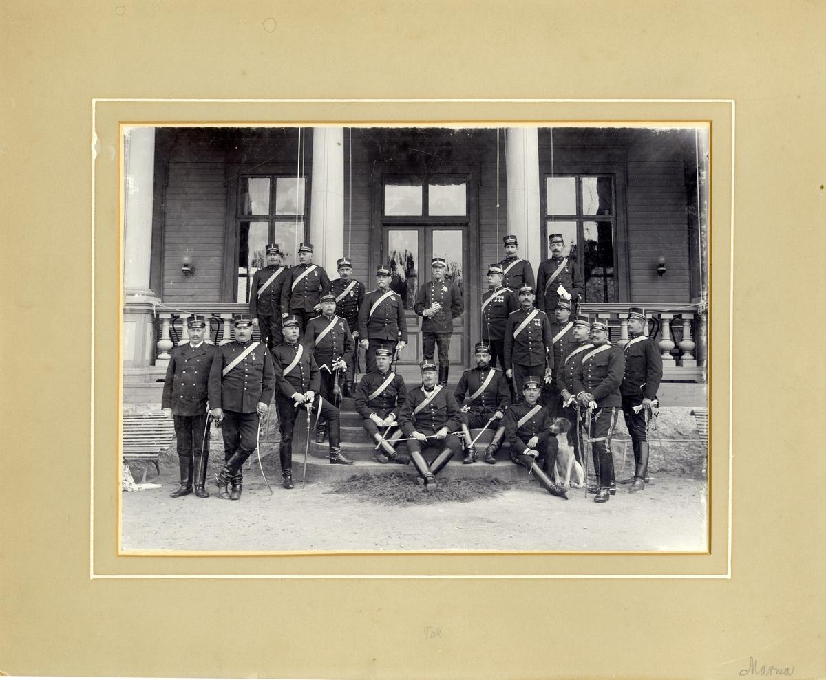 Grupporträtt av officerare på Marma skjutfält.