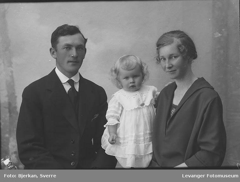 Gruppebilde av Familien Ertsås.
