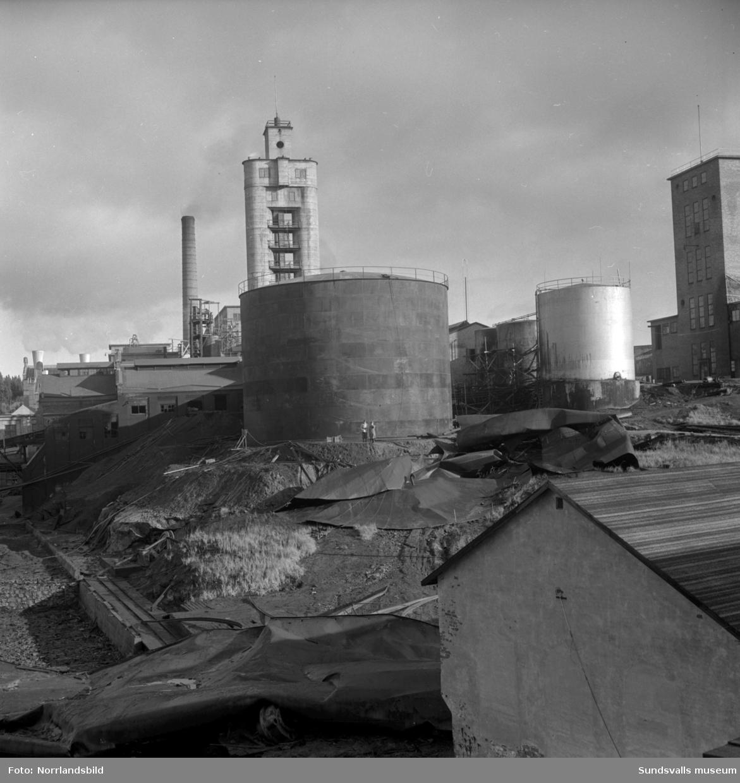 En ny cistern för eldningsolja står klar vid Ortvikens pappersbruk. Cisternen ersatte den som rämnade nio månader tidigare.