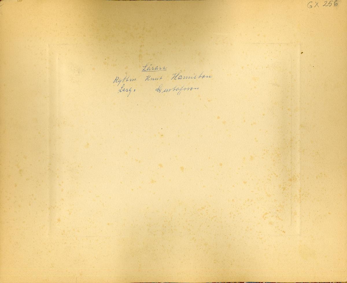 Grupporträtt av furirskolan vid Livgardet till häst K 1, 1920-1921.
