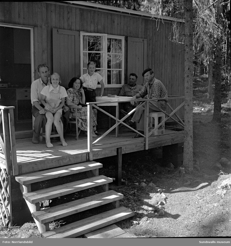 Stugliv och strandliv vid Tranvikens havsbad. Fotograferat för Sundsvallsbolagen (senare SCA).