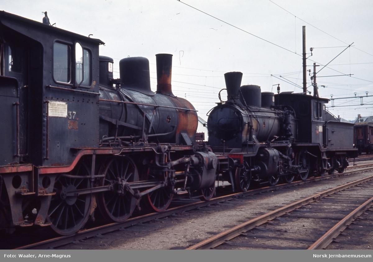 Utrangerte damplokomotiver type 21c nr. 371 og 21b nr. 315