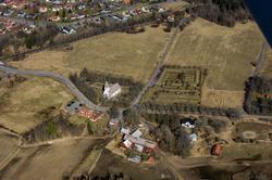Flygfoto över Forserums kyrka i Nässjö kommun.