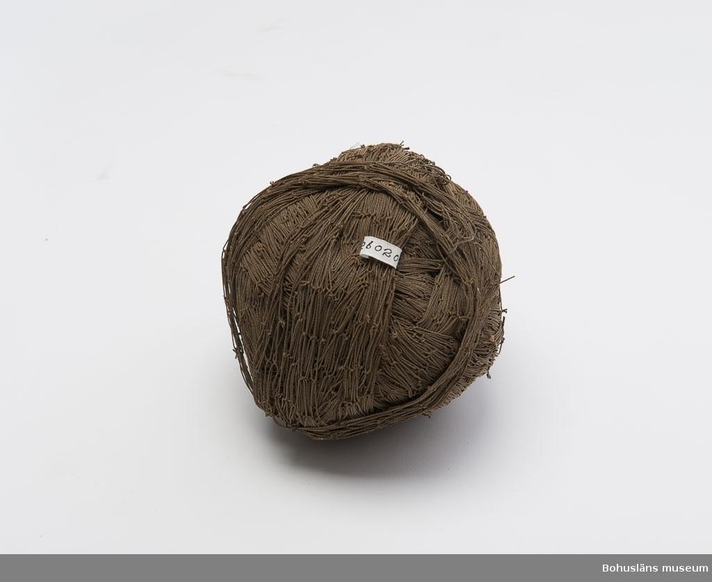Mattrasnystan av klippt makrillgarn.