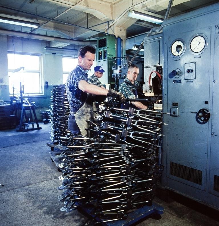 Stuksveising av suppleringsdeler på sykkelrammer i ramme-avdelingen til sykkelfabrikken til Jonas Øglænd AS i Solaveien 10 på Sandnes.