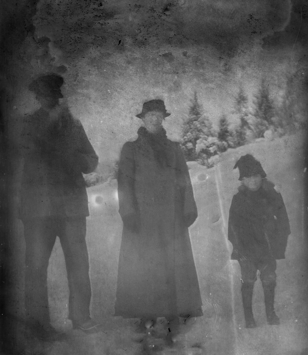 Mann, kvinne, barn, ute, vinter