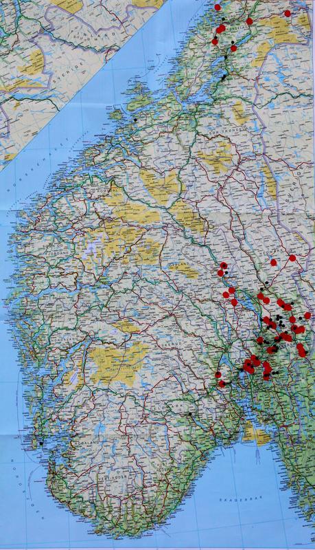Kartet viser funn av pionen (svarte prikker) og eiendommer som tilhørte Collett-familien på 1800-tallet (røde prikker). Forekomstene i Rogaland er ikke tegnet inn. (Foto/Photo)