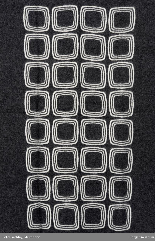 Grafisk mønster. Avrundede firkanter. Tre linjer inni hverandre, systematisk i rader