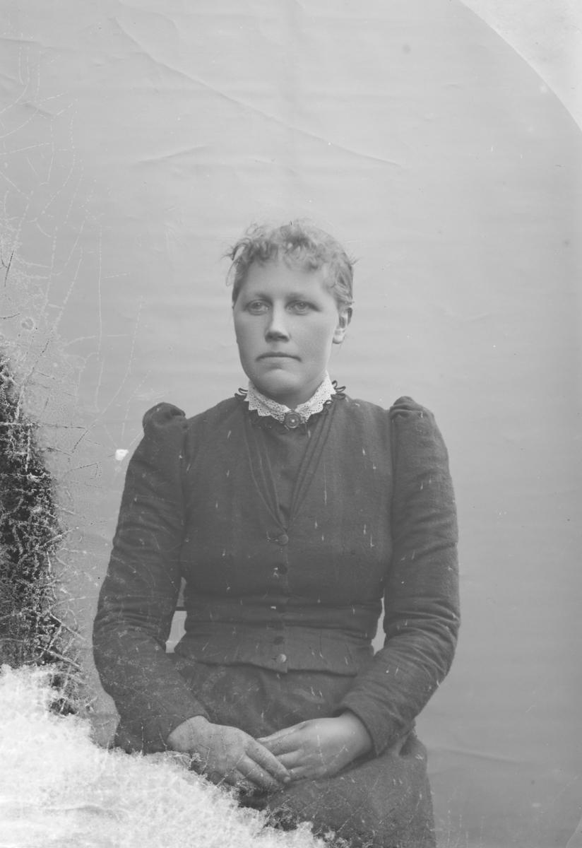 Portrett, brystbilde, Margit Lostuen