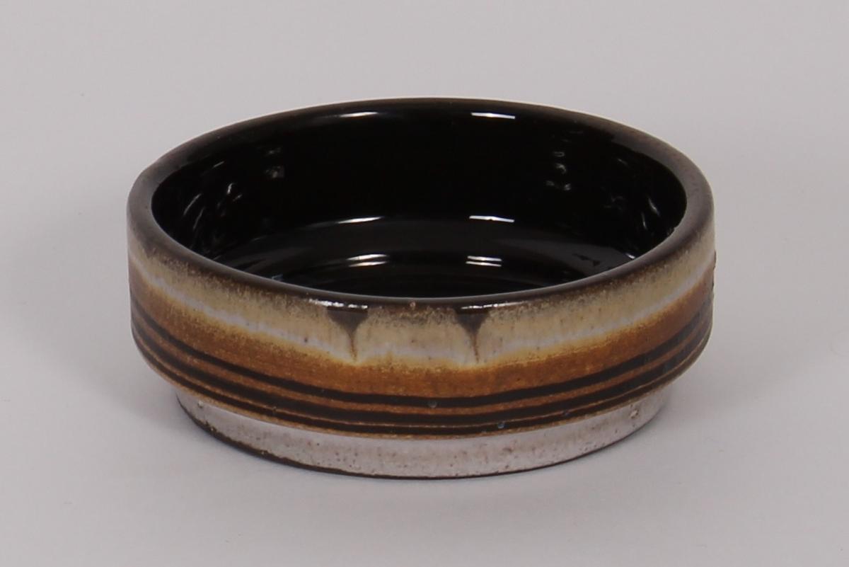 Brun keramikk, glassering