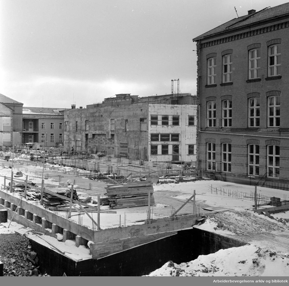 Ullevål sykehus. Arbeid i gang med Kirurgisk avdeling. Februar 1964