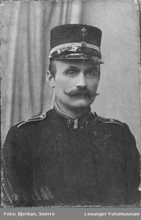 portrett, repro av et eldre fotografi. Navnet er Leonhard Wikdal