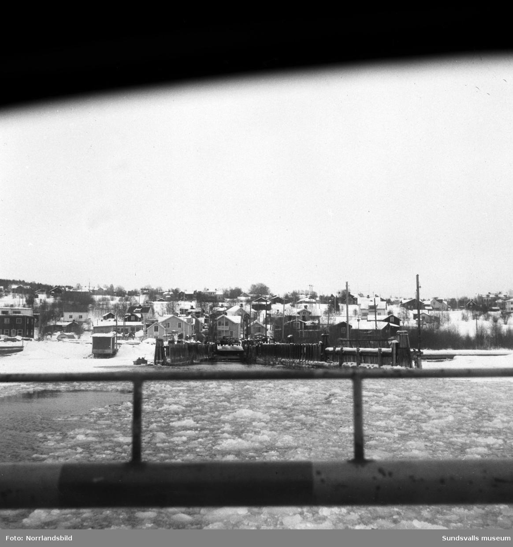 Reportagebilder om det planerade brobygget till Alnö. Tjänstemän presenterar skisser med mera, bilder från färjan och färjeläget samt från Alnö kalkfabrik.