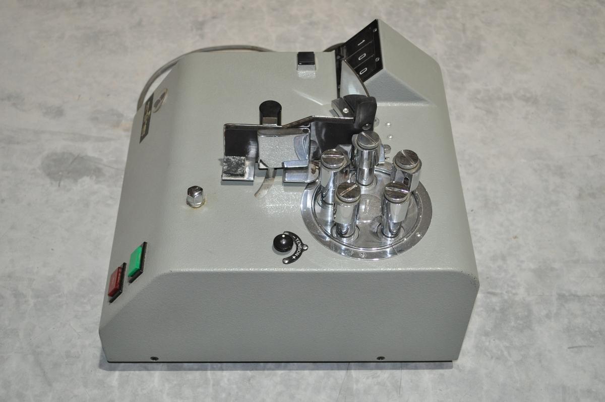 Seddeltellemaskin for bruk ved større postkontorer.