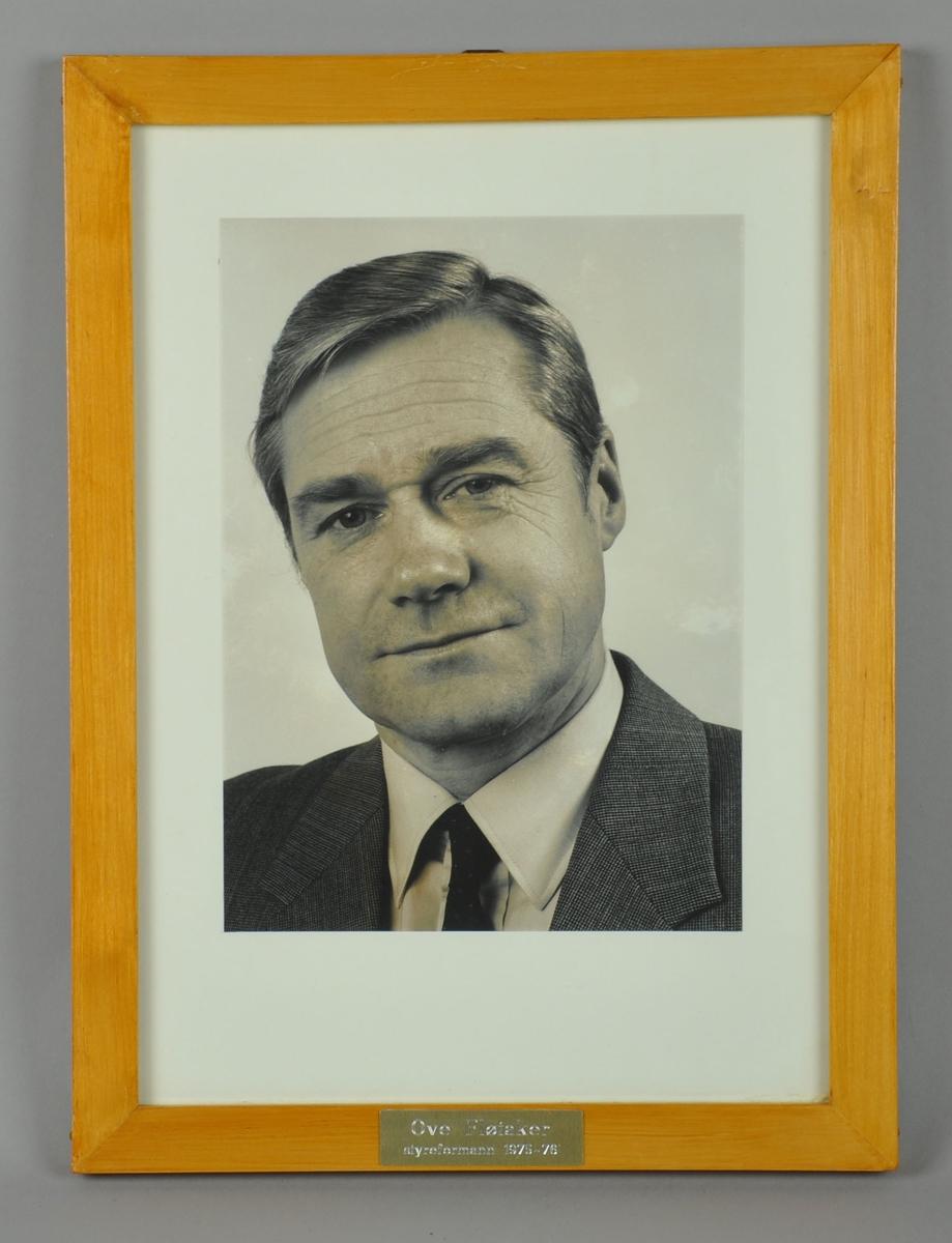 Fotografi i ramme, bilde av Ove Fløtaker.