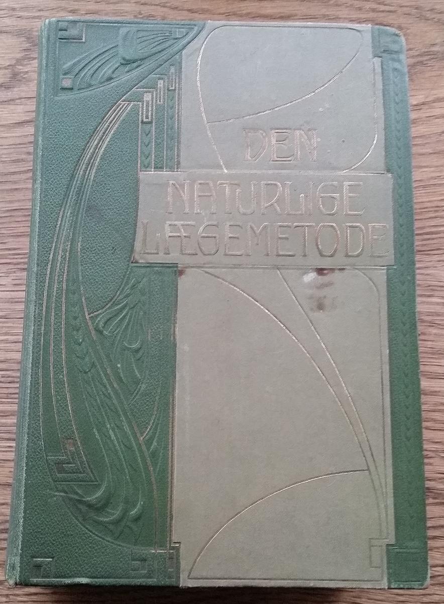 Bok. Grønt bind med jugendmotiv. Platen, M: Den naturlige lægemetode. Lærebog II. Andet bind.