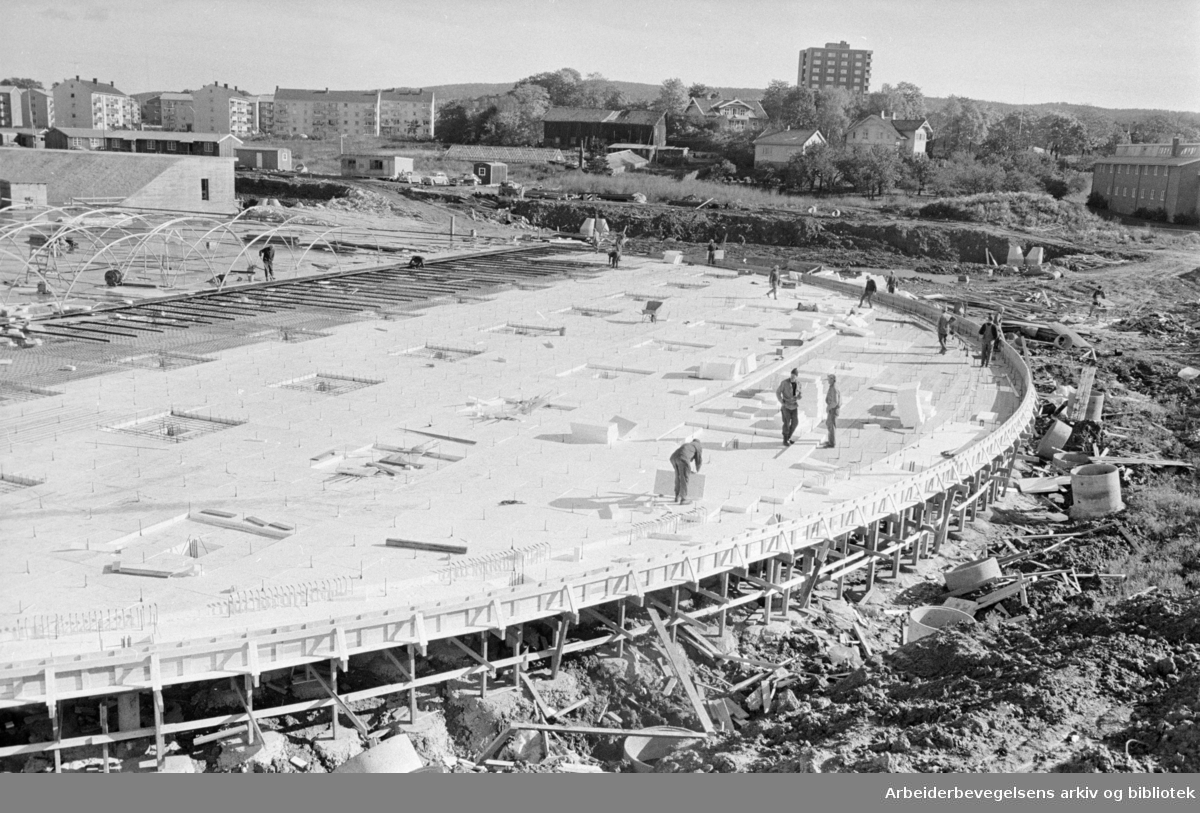 Valle- Hovin: Den kunstfrosne bane. Oktober 1965