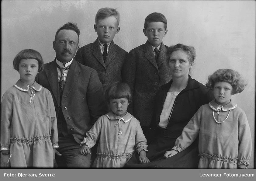 Gruppebilde av Familien Fenvik