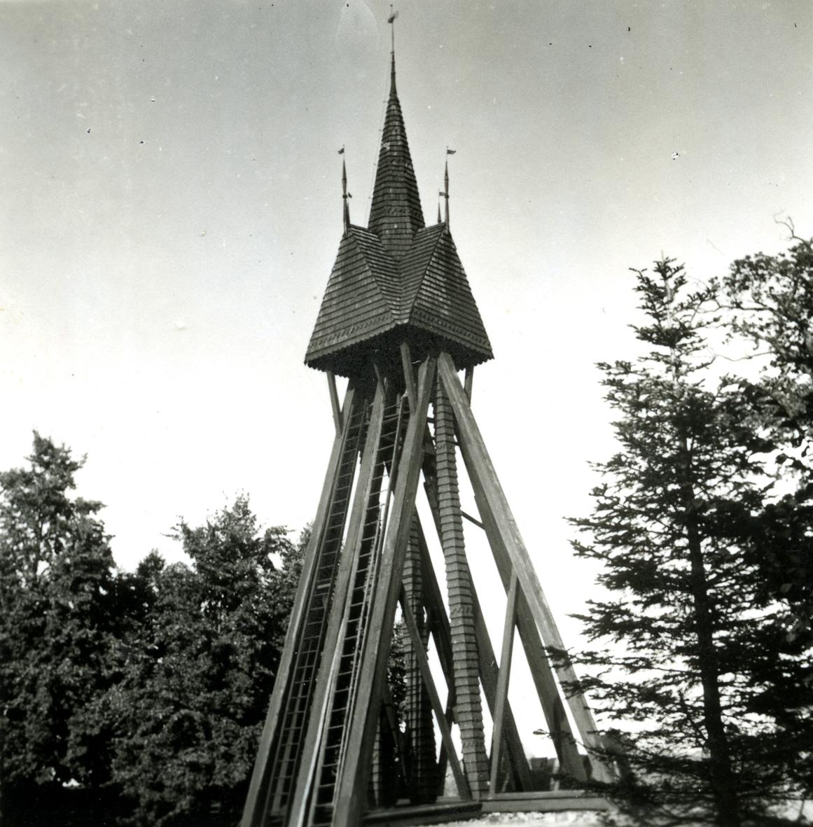 Dörby kyrka. Klockstapeln.