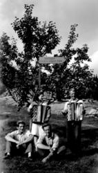 Finnskogasyskonen musikkapellet från Galåsen omkr. 1950. Knu