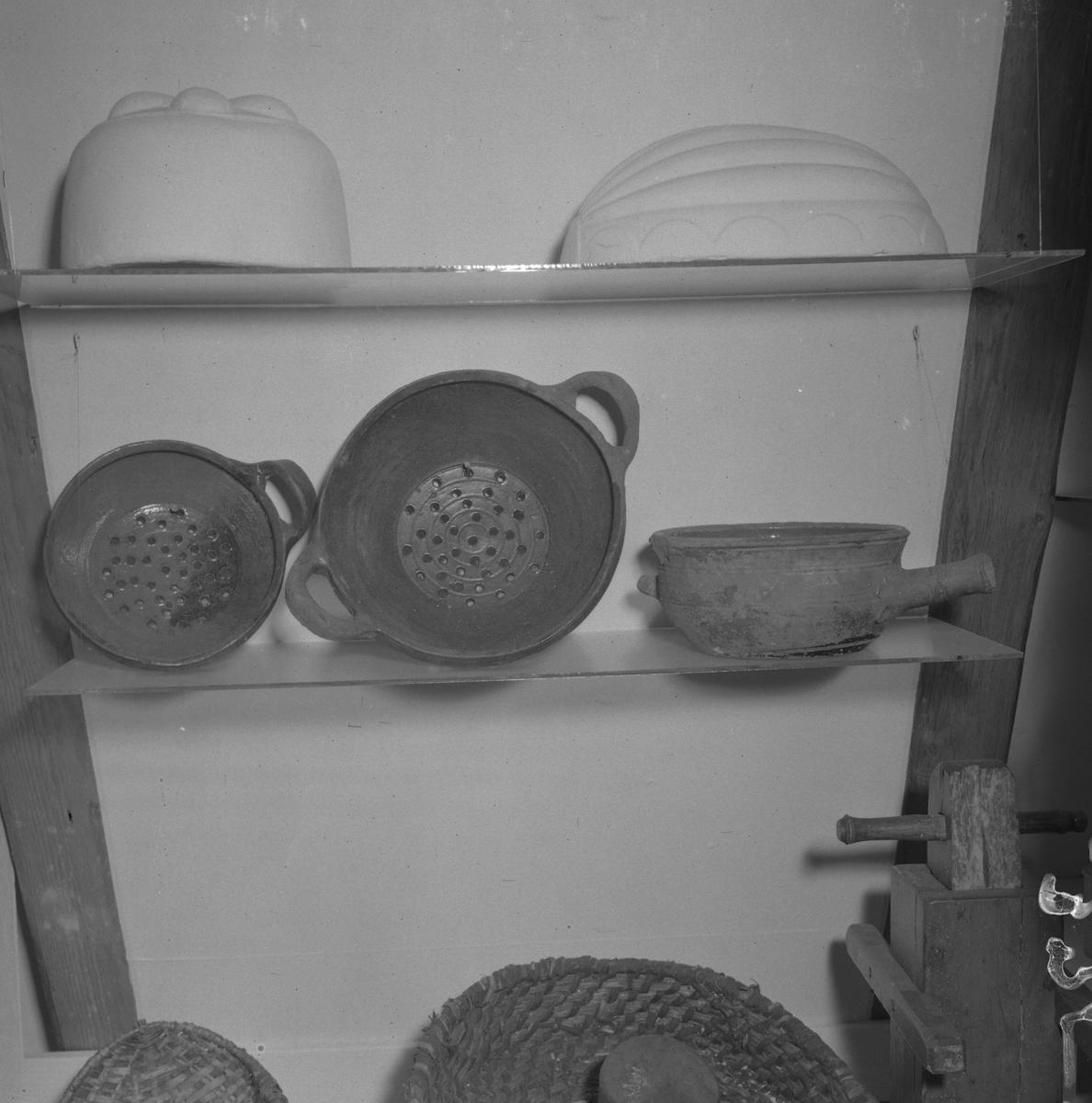 Durkslag i keramik.