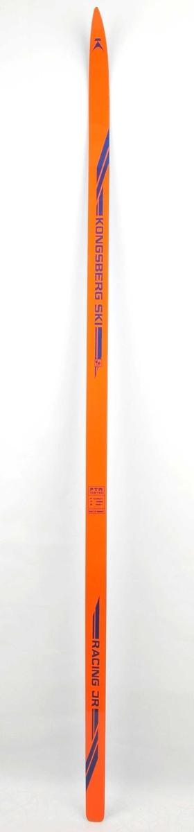 Langrennski i glasfiber. Oransje overside, blå plastsåle.