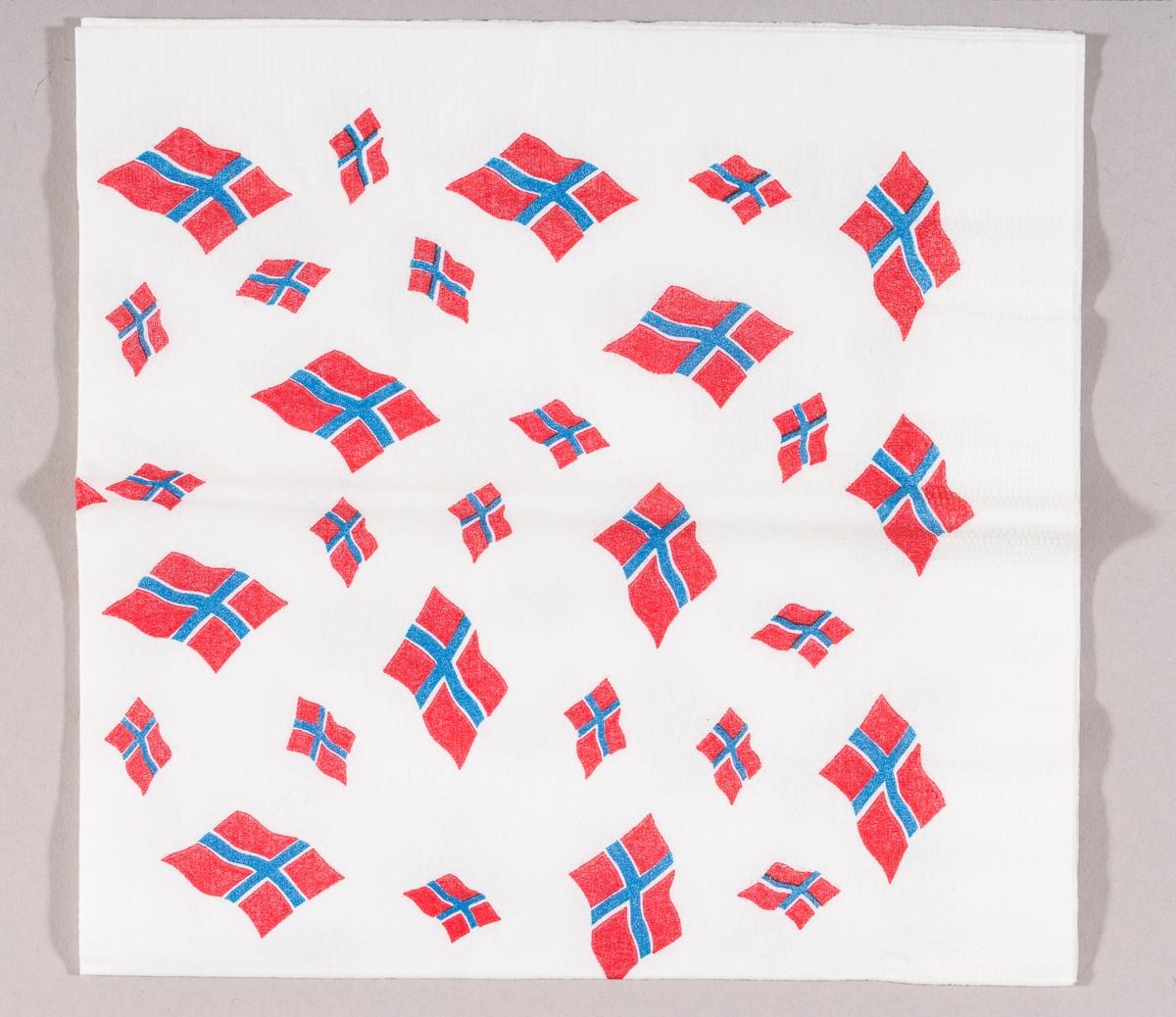 Mange norske flagg i ulike størrelser.