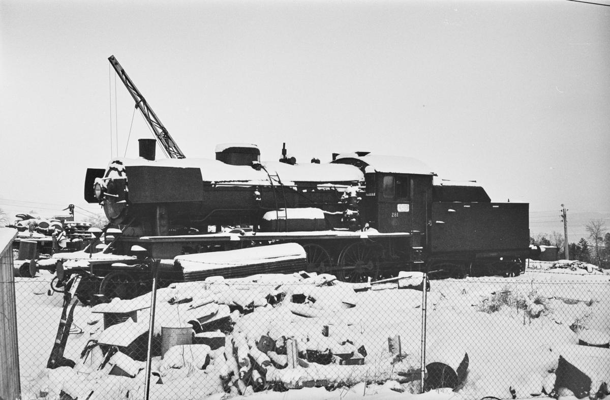 Damplokomotiv type 30a nr. 281 under opphugging på Leangen ved Trondheim.