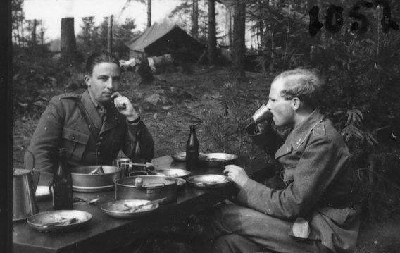 Milldahl, löjtnant, A 6 och Boman, löjnant A 6 reserv.