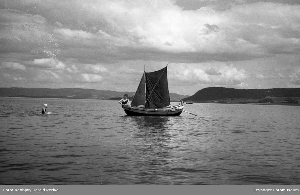 Seilbåt  og bading på fjorden