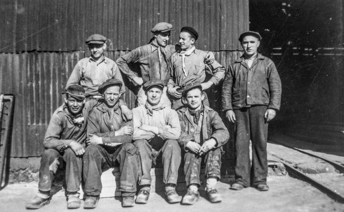 Gruppebilete, 8, arbeidarar, Nitriden