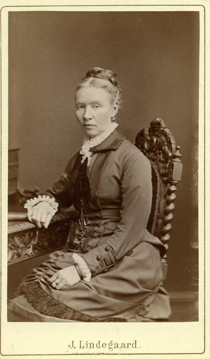 Fru Jeanette Christiansen, Bagn.