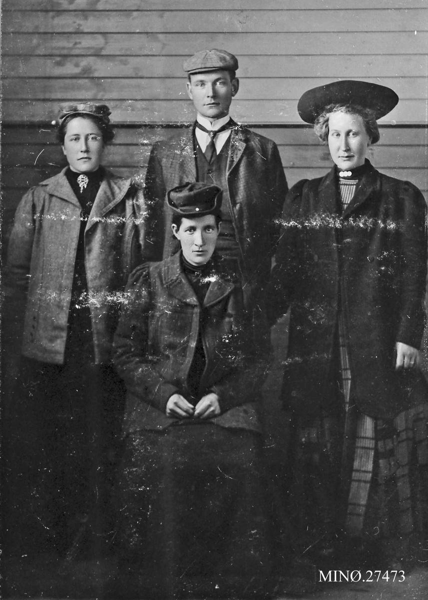 Gruppebilde, personer. bak Mari Dahlen, Ingebrigt Stølan, Marit S. Husom, foran Anna G. Dalen.