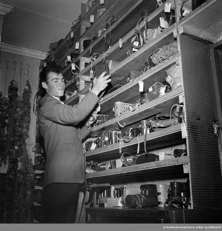 Pantelåneren. Kristiania Folkebanks låneinnretning. Juli 1958