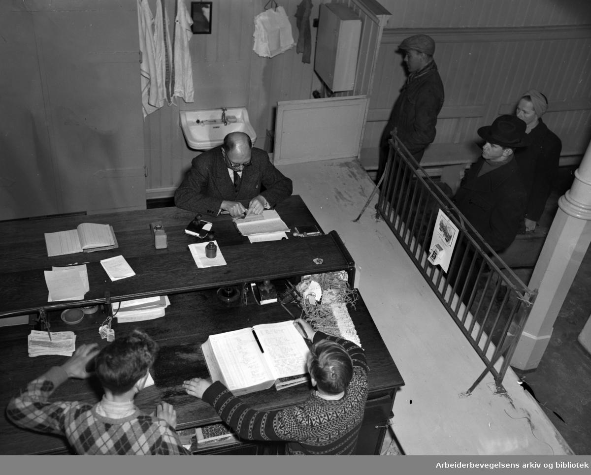 Pantelåneren. Kristiania Folkebanks låneinnretning. Februar 1950