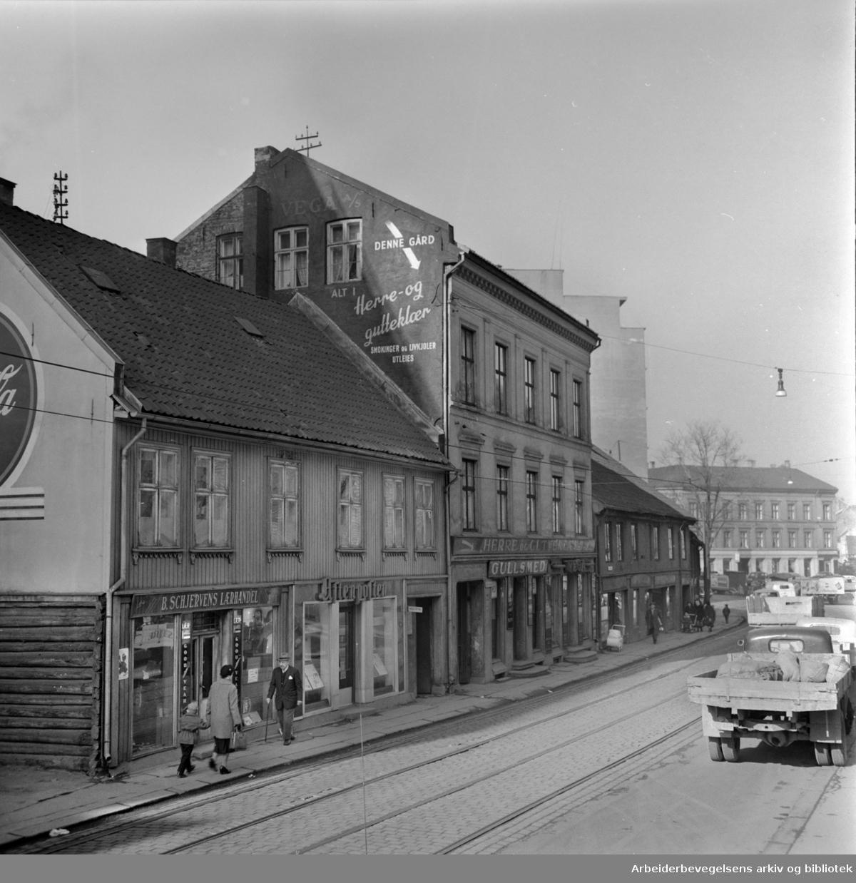 Grønlandsleiret 35. Gamle hus som skal rives. Mars 1959