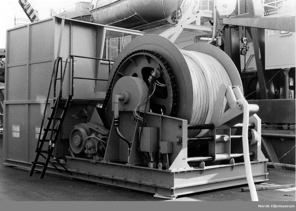 Utstyr på dekket til dykkerfartøyet Arctic Seal.
