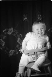 Portrett av et uidentifisert jentebarn. Serie på 15 bilder.