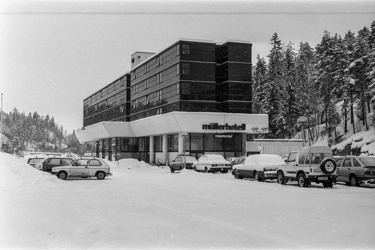 Müller hotell på Mastemyr utvider. Hotelldirektør Jakobsen.