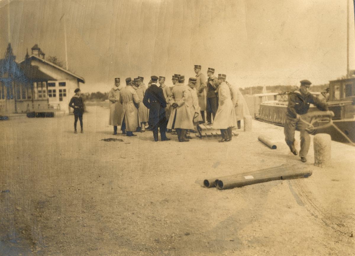 """Text i fotoalbum: """"Nynässkandalen 1920. Ofrivilliga uppehållet n:r 2. Framme i Dalarö!"""""""
