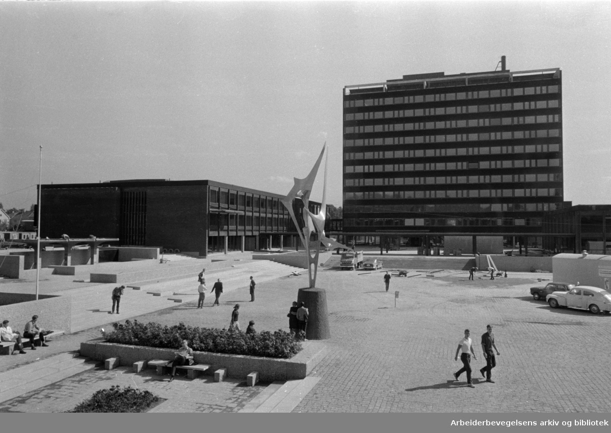 Blindern: Universitetet. Det nye matematikkbygget..September 1966