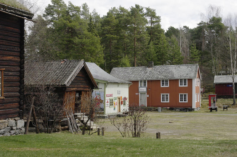 HUNDRE HUS OG ANLEGG: Idag står det rundt hundre hus og anlegg i friluftsmuseet. Det er kommunane i Valdres som eig Valdres Folkemuseum. (Foto/Photo)