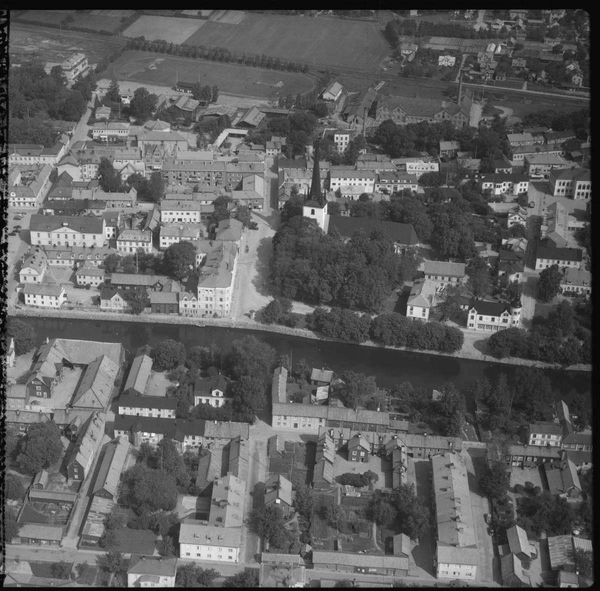 Flygfoto över Arboga centrum, med bland annat AB Arboga Margarinfabrik. Tagen 1956 av AB Flygtrafik Dals Långed.