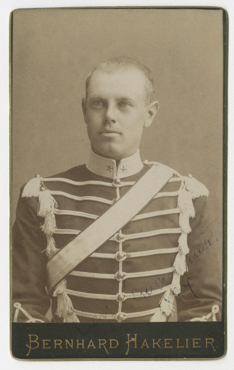 Porträtt av greve Carl Gustaf Claes Lewenhaupt, officer vid Livregementets husarkår K 3.