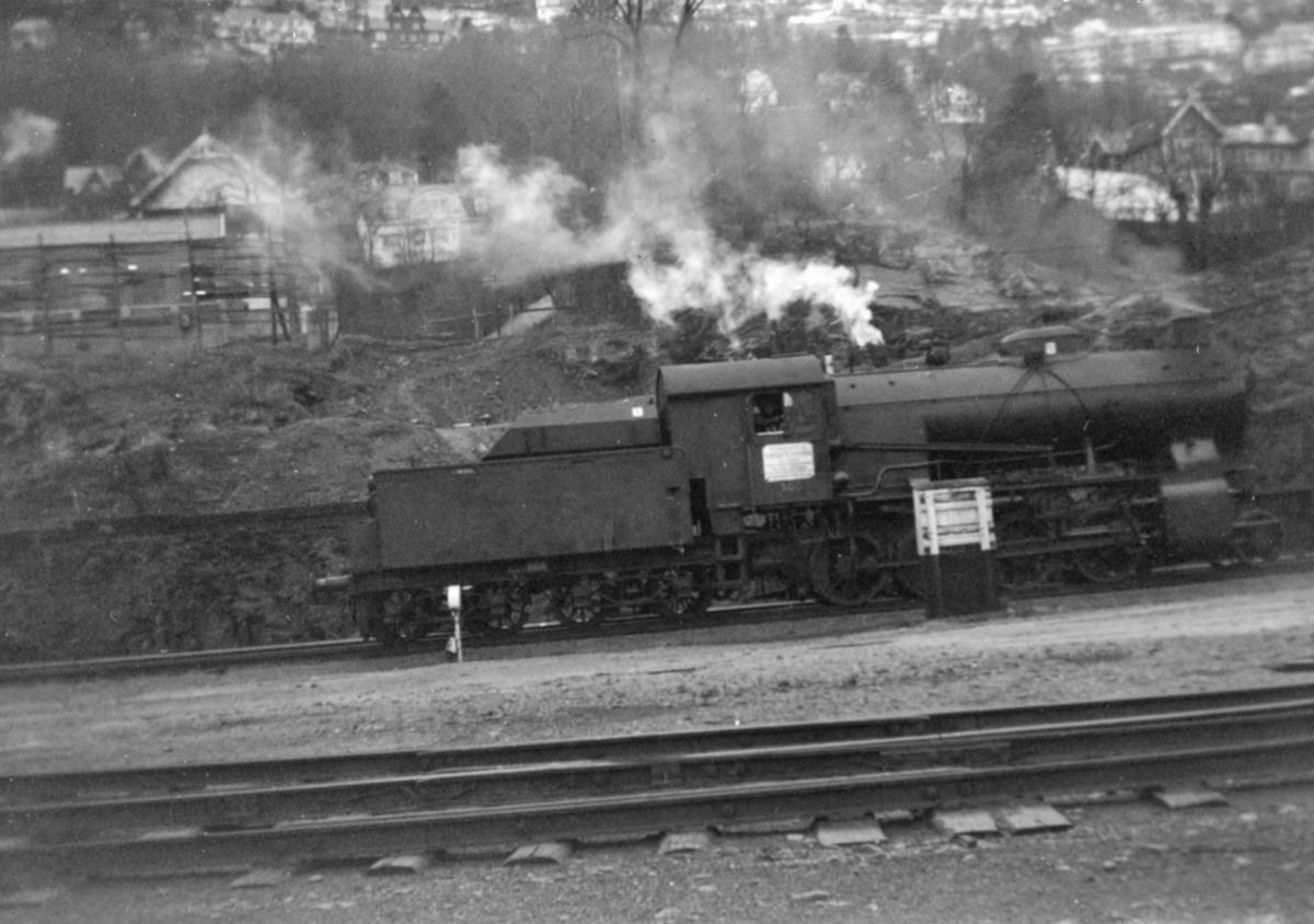 Damplokomotiv type 33a nr. 300 på Bergen stasjon.