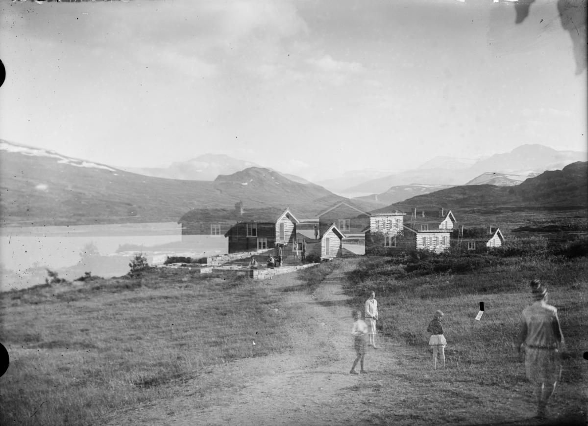 Dobbelteksponert bilde av Bessheim ved Øvre Sjodalsvatnet